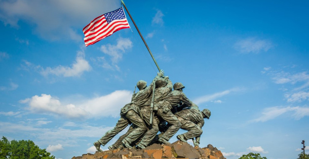 Iwo Jima memorial statue depiciting marines raising the U.S. flag