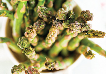 grilled asparagus with spicy parmesan sauce