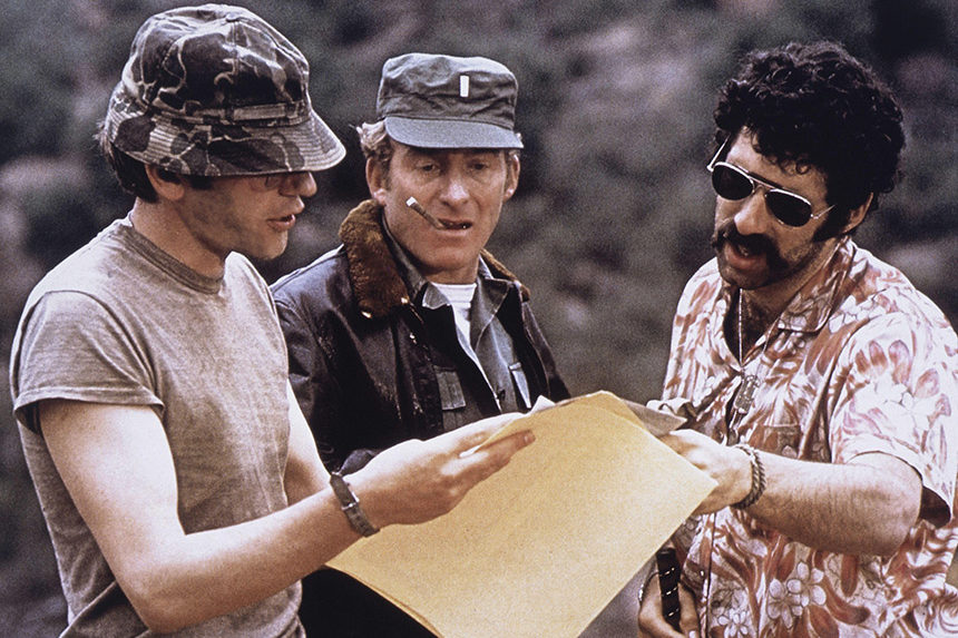 Elliott Gould and Donald Sutherland, On-Set of the Film, MASH, 1970 (Credit Image: c Glasshouse/Entertainment Pictures)