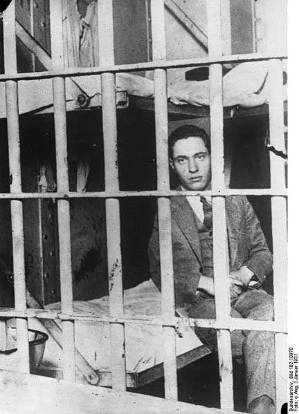 Nathan Leopold in Sing-Sing prison after he and Richard Loeb were convicted of murdering Robert Frank. Source: German Federal Archives, Bundesarchiv, Bild 102-10970 / CC-BY-SA
