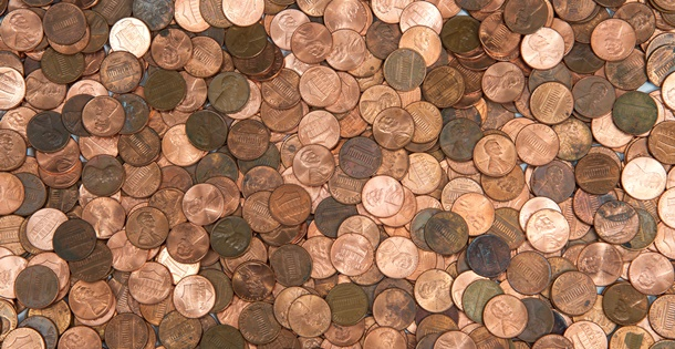 A pile of United States pennies