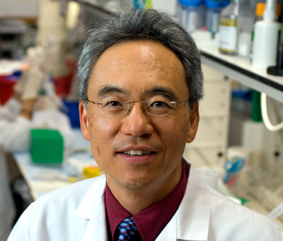 "Dr. Larry Kwak from M.D, Anderson are working on ""personalized"" vaccines that prime the immune system to go after a unique biological tag found only on tumor cells.<br />Photo © Wyatt McSpadden Photography"